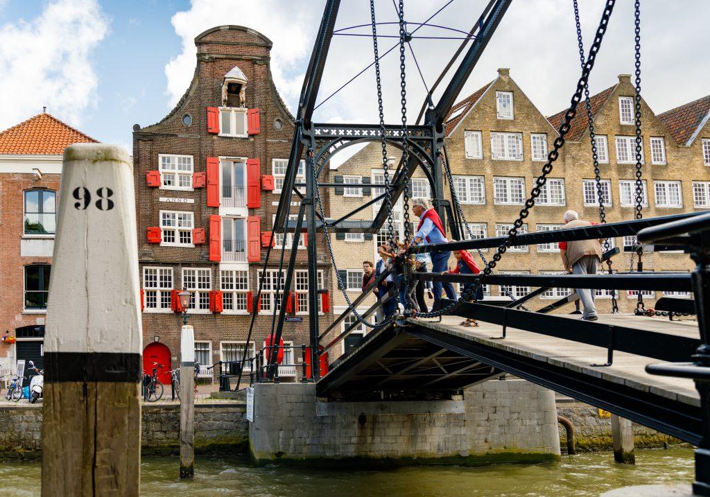 Wandelen historische binnenstad Wolwevershaven Damiatebrug