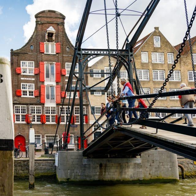 Damiatebrug Wolwevershaven Kuipershaven monument Dordrecht