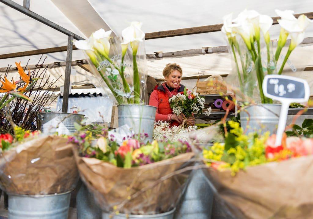 Weekmarkt markt winkelen bloemen Statenplein Sarisgang Dordrecht