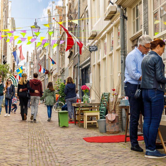 Kunstrondje Dordt wandelen Vleeshouwerstraat kunst curiosa antiek Dordrecht