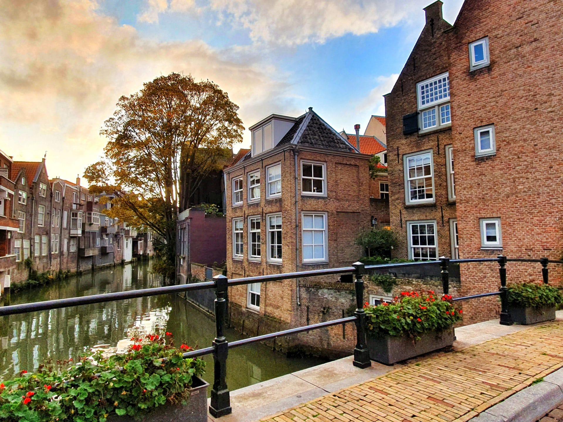Voorstraathaven brug Stadhuis Dordrecht