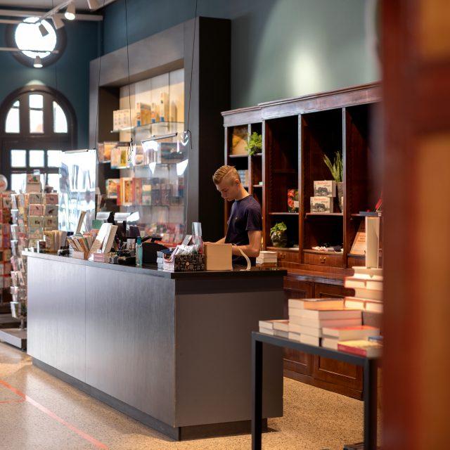 Boekhandel Vos & vd Leer - Dordrecht - Visstraat - boeken - boekhandel - veilinghuis