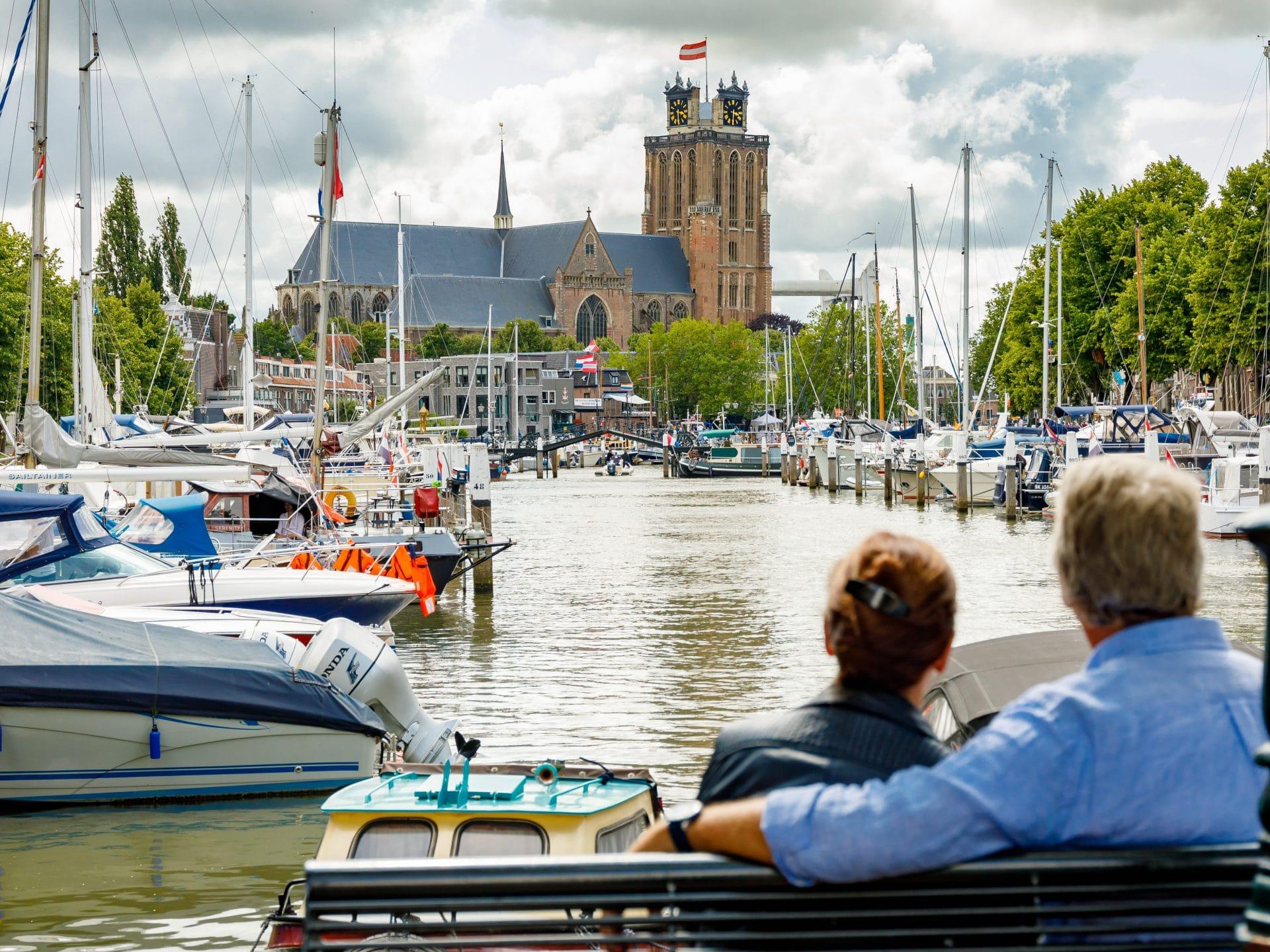 Dordrecht-Grote-Kerk-Haven-met-Uitzicht-e1599743435114