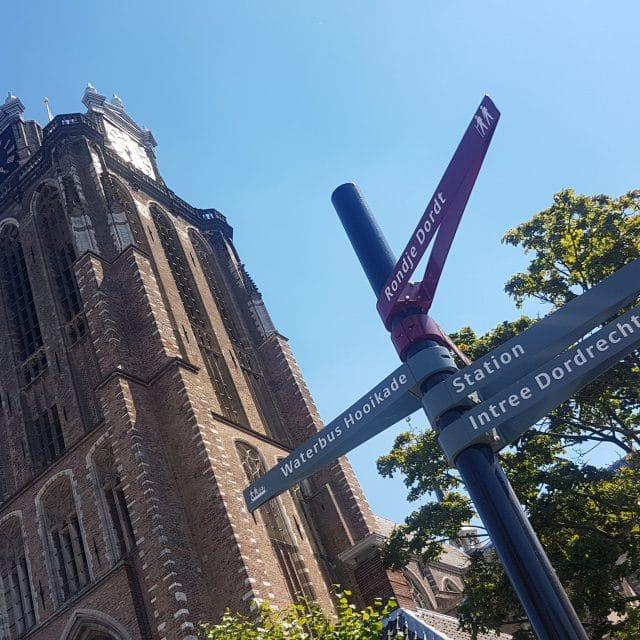 stadswandeling Dordrecht - Grote Kerk - wegwijzers