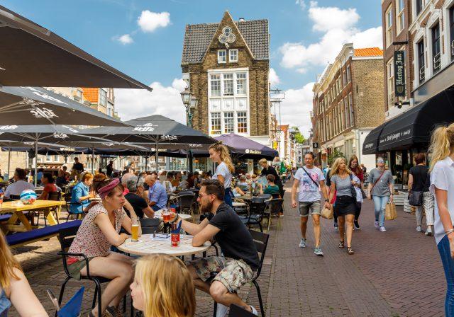 Scheffersplein Dordrecht terrassenplein winkelen Voorstraat Midden