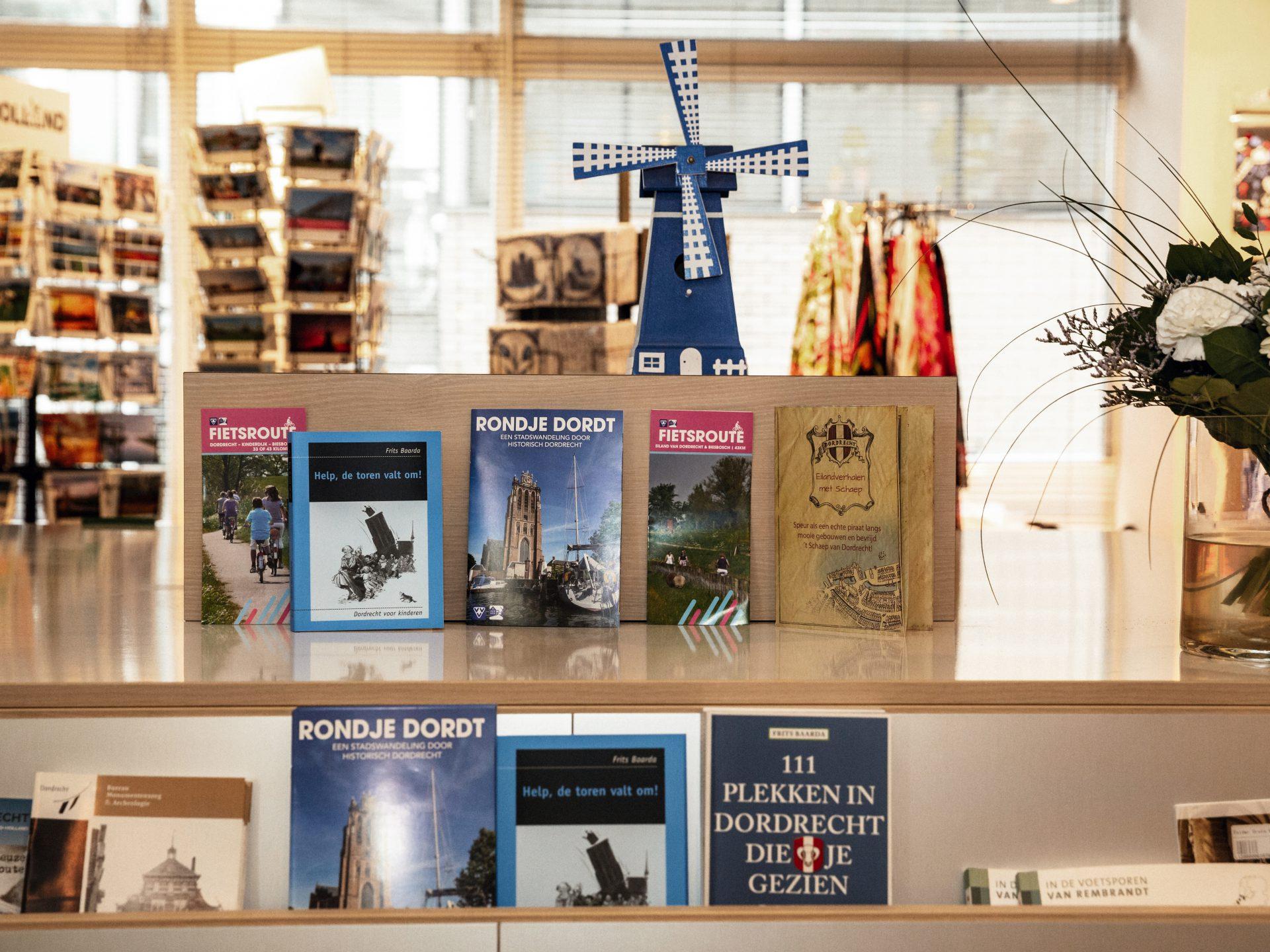 VVV informatie - souvenirs -wandelroutes - brochures