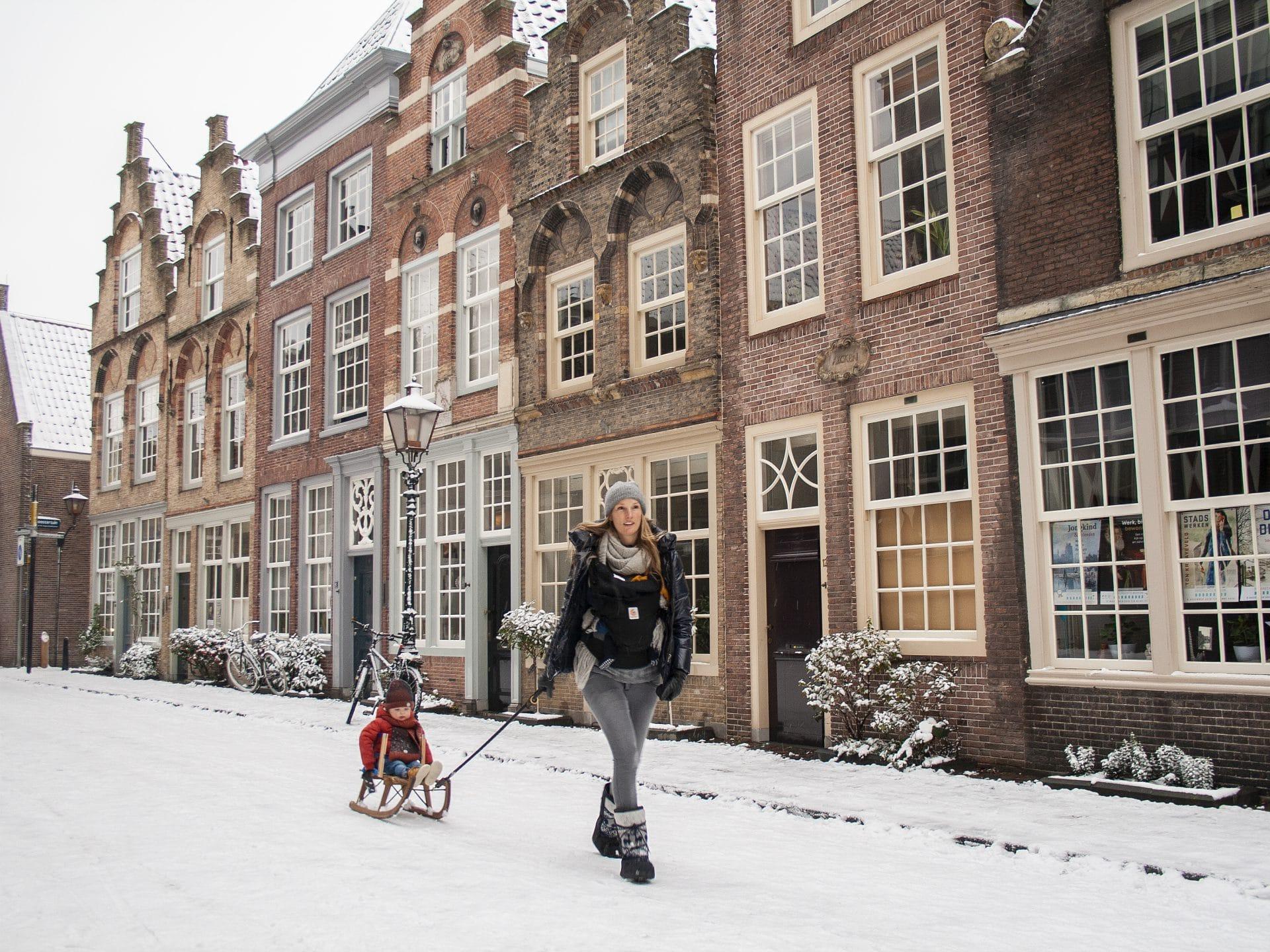 Hofstraat-Dordrecht-met-sneeuw